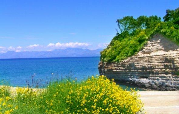 Весной остров утопает в зелени